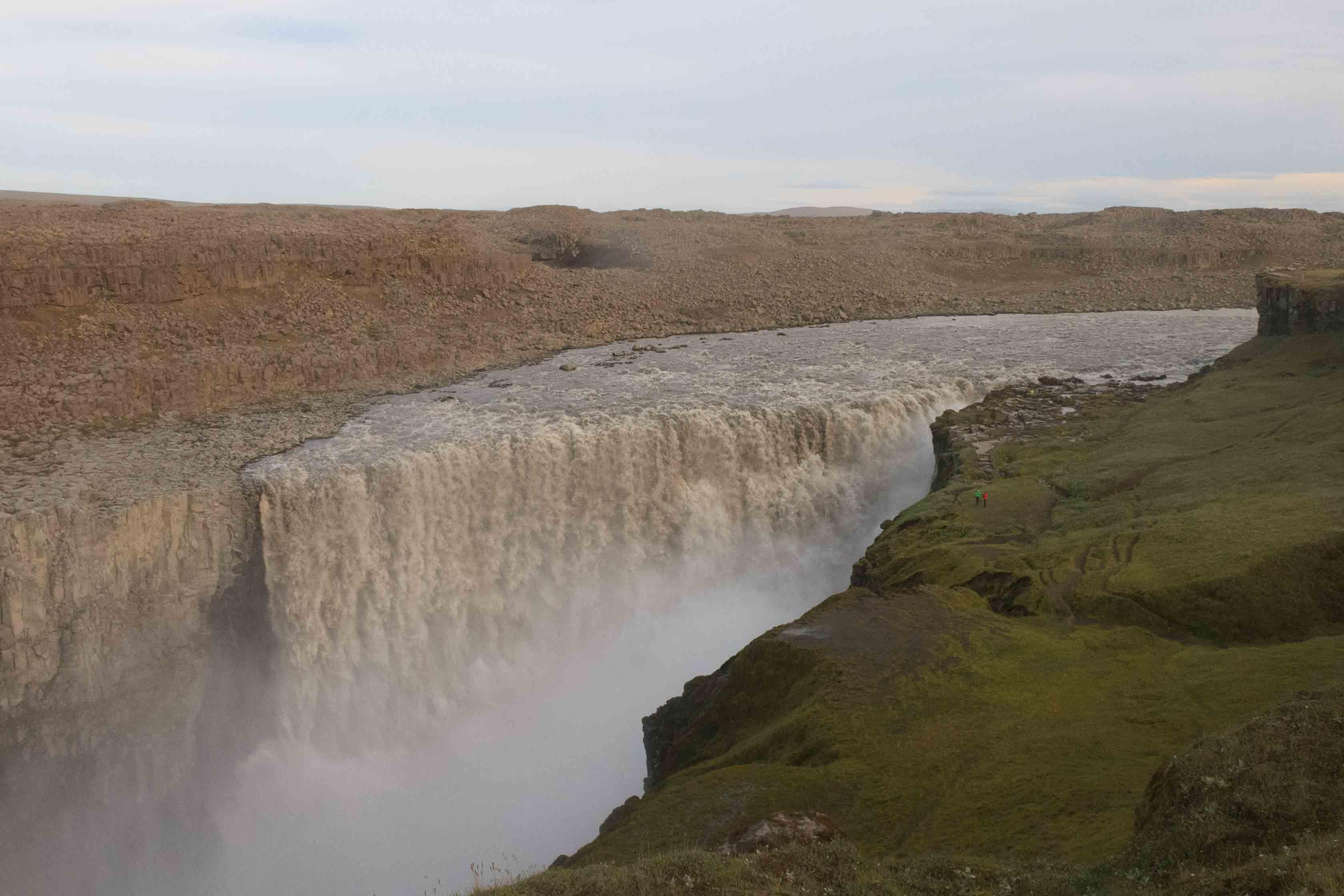 Dettifoss, la cascada más caudalosa de Islandia…. Después de un trekking fantástico llegamos a esta cascada donde pudimos observar el espectáculo de la fuerza del agua. Categoría: Fotaza