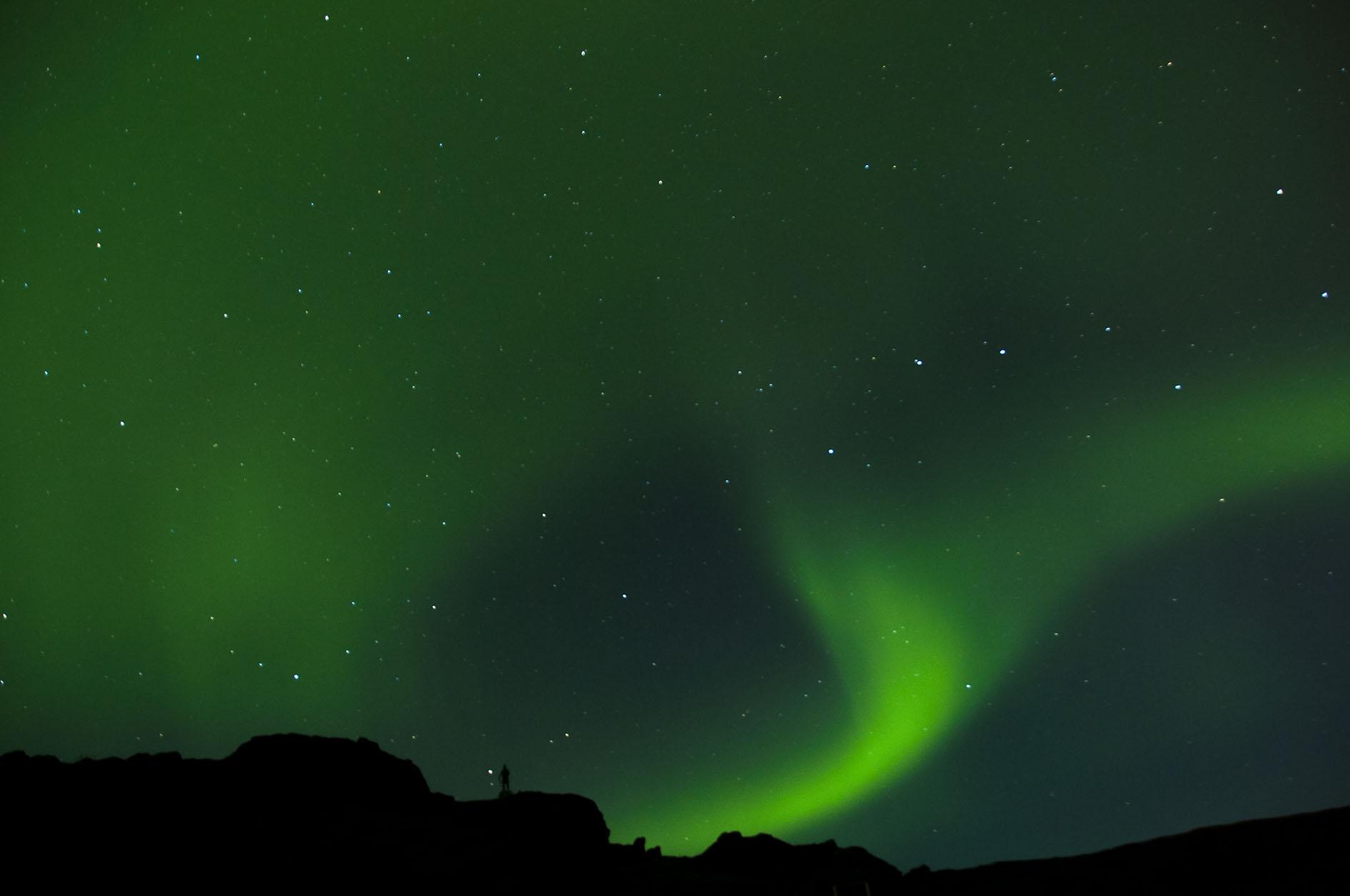 Descripción: Las auroras boreales siempre estuvieron llenas de misticismo en el mundo inuit. Tuvimos la suerte de verlas en Groenlandia estando en el Hostel que Tierras Polares tiene en Qassiarsuk mientras Erik el Rojo nos observaba.  Categoría: Mi fotaza. Viaje: Lo mejor de Groenlandia, verano de 2012.
