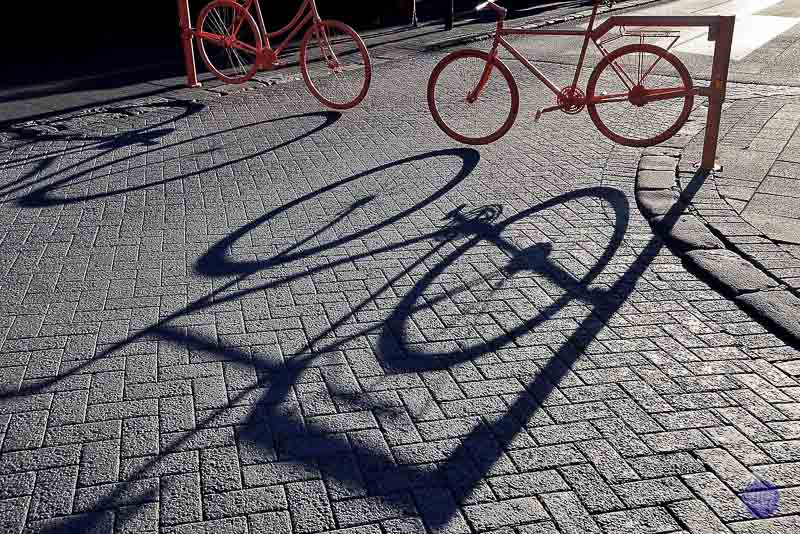 """Foto 3 - Reykjavik (Islandia) Está tomada en Reykjavik. Es un contraste de siluetas y sombras, que representa el modernismo de la capital islandesa. Categoría de """"TU FOTAZA""""."""
