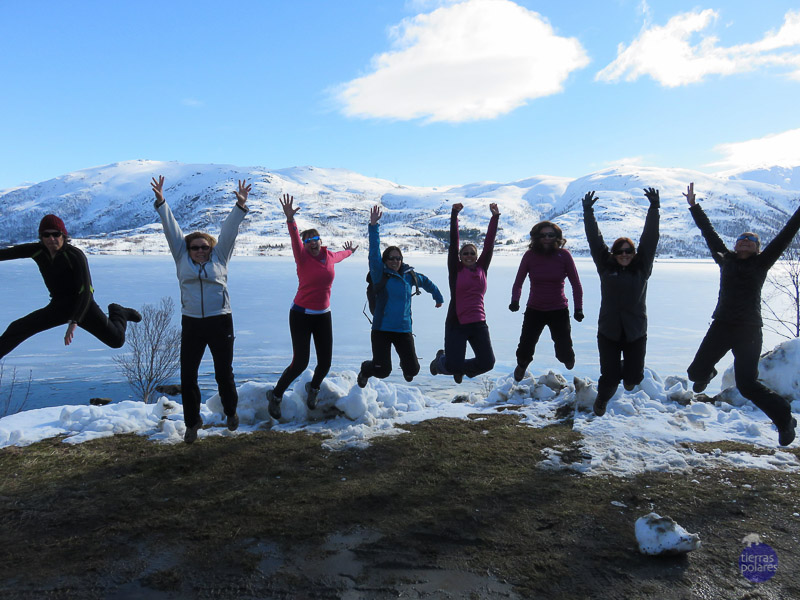 •Viaje donde fue tomada la foto: Lofoten semana santa 2015 •Breve descripción personal de la foto: El grupo saltando de felicidad por el superviaje! •Categoría de la foto en la que participa: Foto más divertida